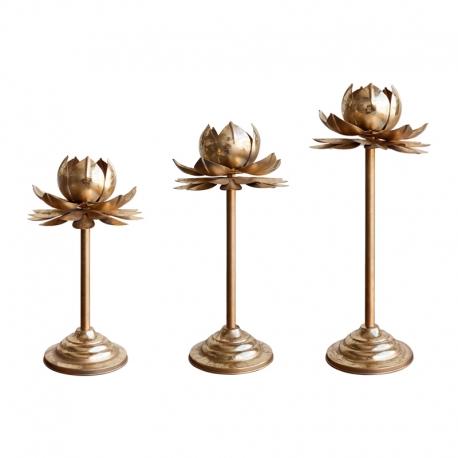 Candelabros metlálicos con forma de flor de Loto