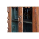 Aparador de madera con puertas de cristal mostrador