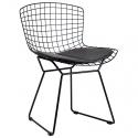 Silla de diseño metálica color negro réplica de la silla Bertoia con cojín negro.
