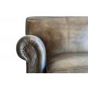 Sofa de piel color marrón y patas de madera de tres plazas Scoot