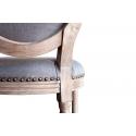 Silla de comedor con medallón de madera tapizada en gris azulado con tachuelas
