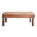Mesa de centro de madera con detalles metálicos