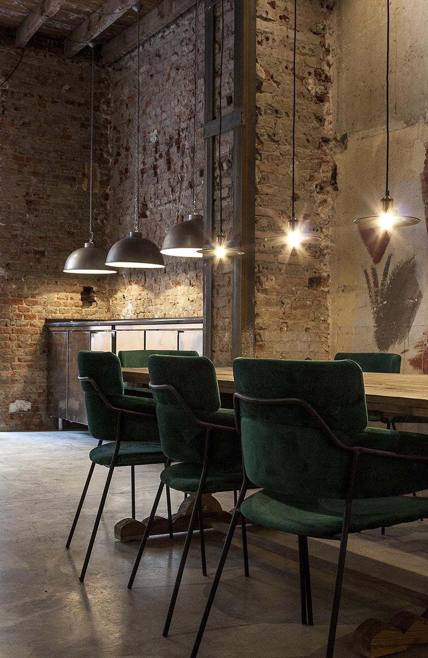 mesa peana y silla terciopelo verde morada