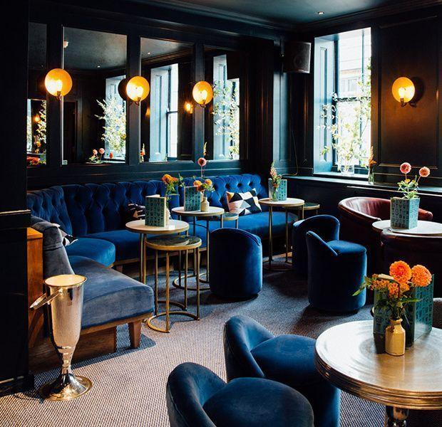 classic blue pantone dorado singular market