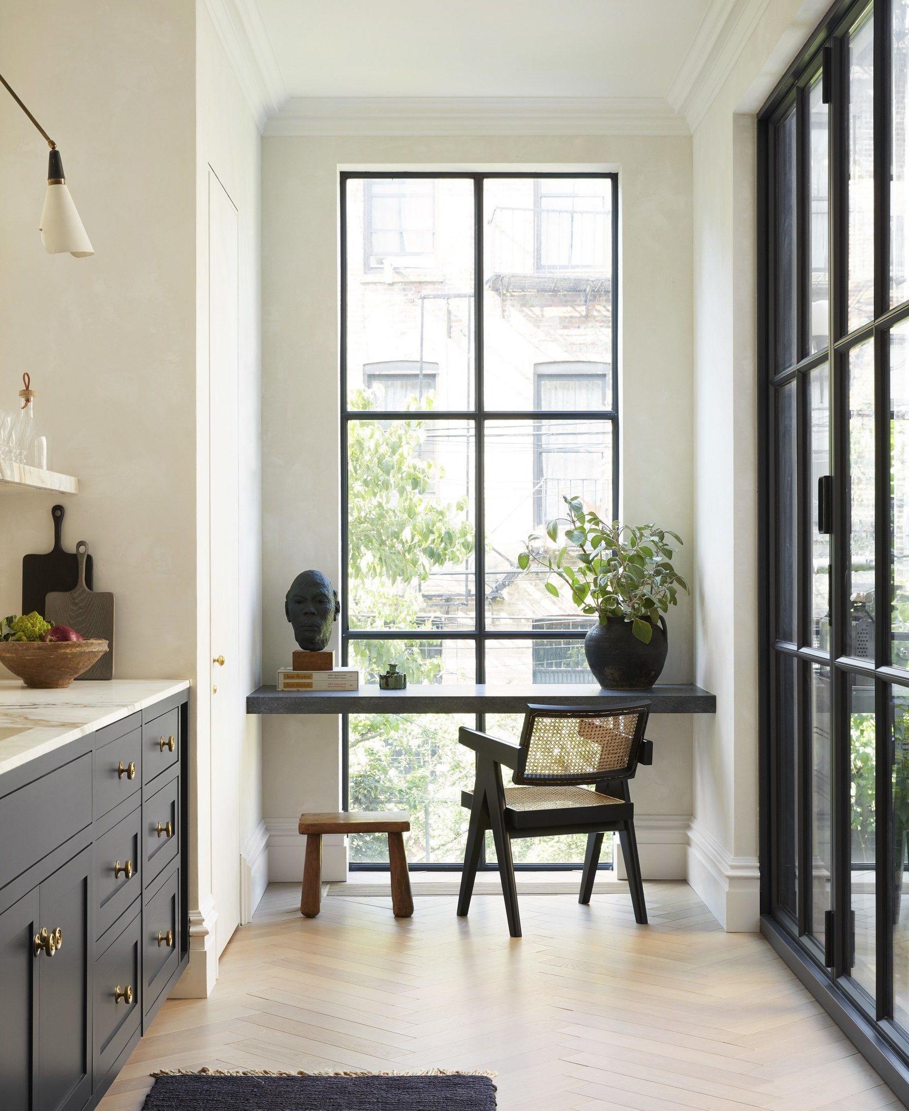 silla chandigarh negra diseñada por Pierre Jeanneret y Le Corbusier