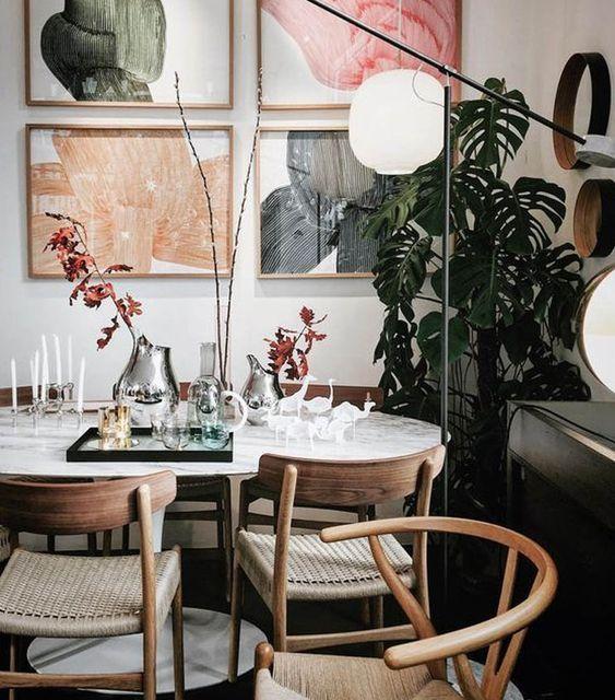 Redecorar el comedor con una mesa tulip y sillas de comedor de madera
