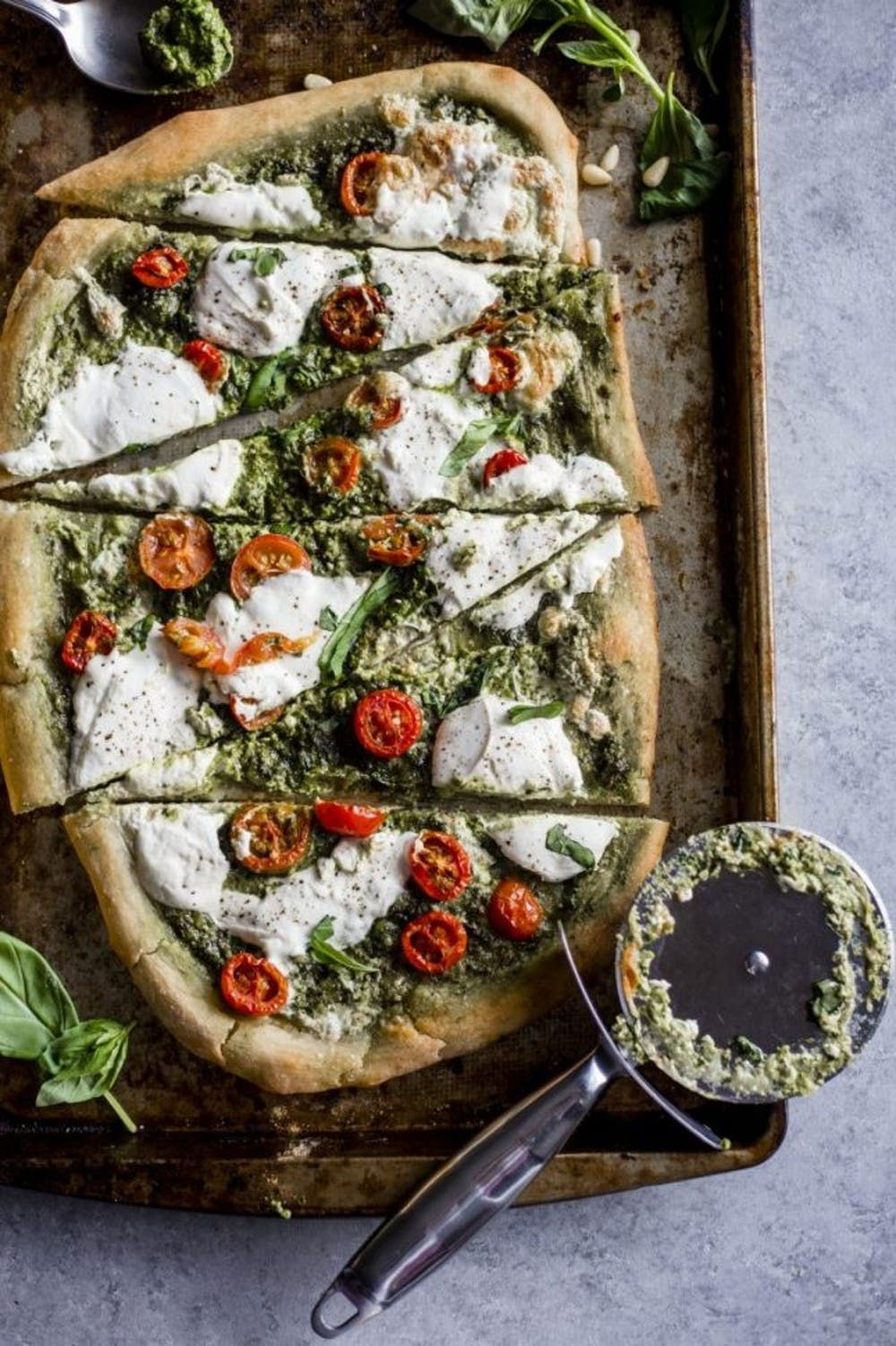 Pizza con salsa pesto