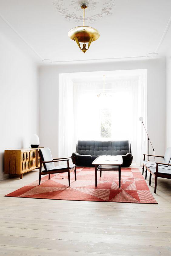 Salón con mesa de centro de diseño estilo contemporáneo
