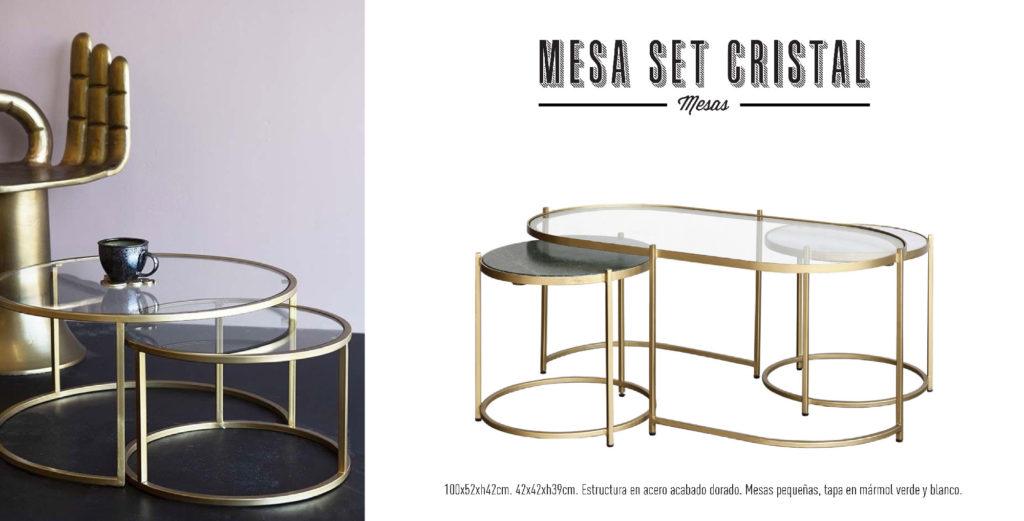 Mesa nido de centro con mesa de cristal y mesas auxiliares de mármol verde y blanco, con estructura dorada.
