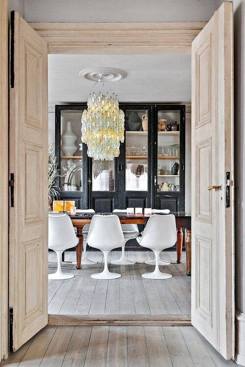 Comedor de estilo parisino son sillas tulip