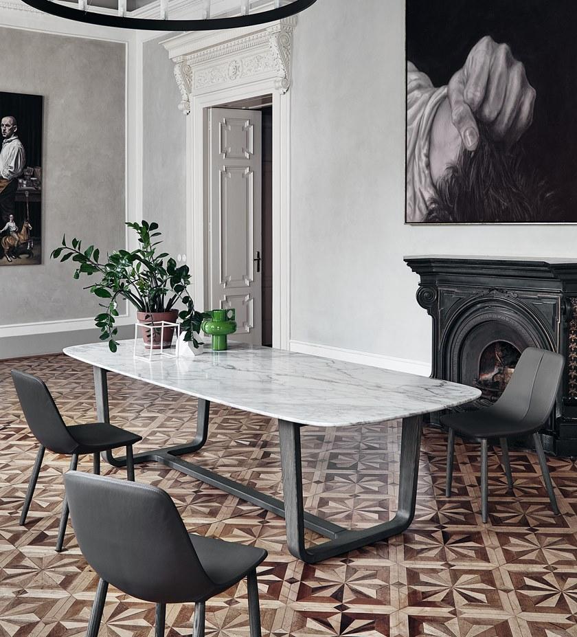 Mesa de comedor con tapa de mármol y pie metálico