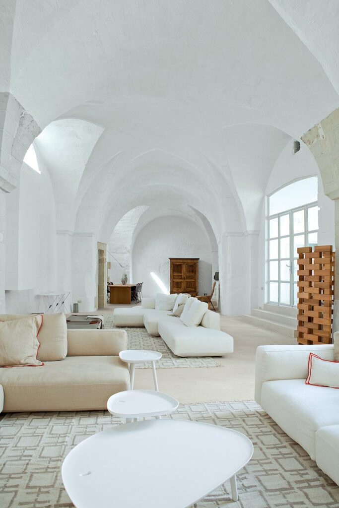 salón de estilo modern sanctuary