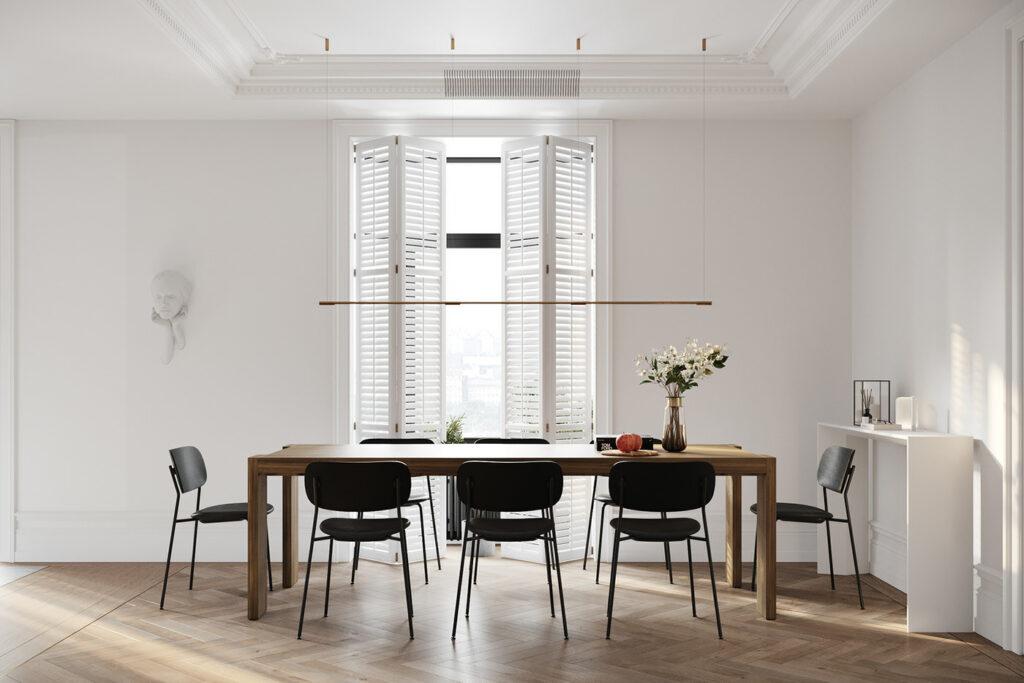 comedor con sillas y mesa de madera