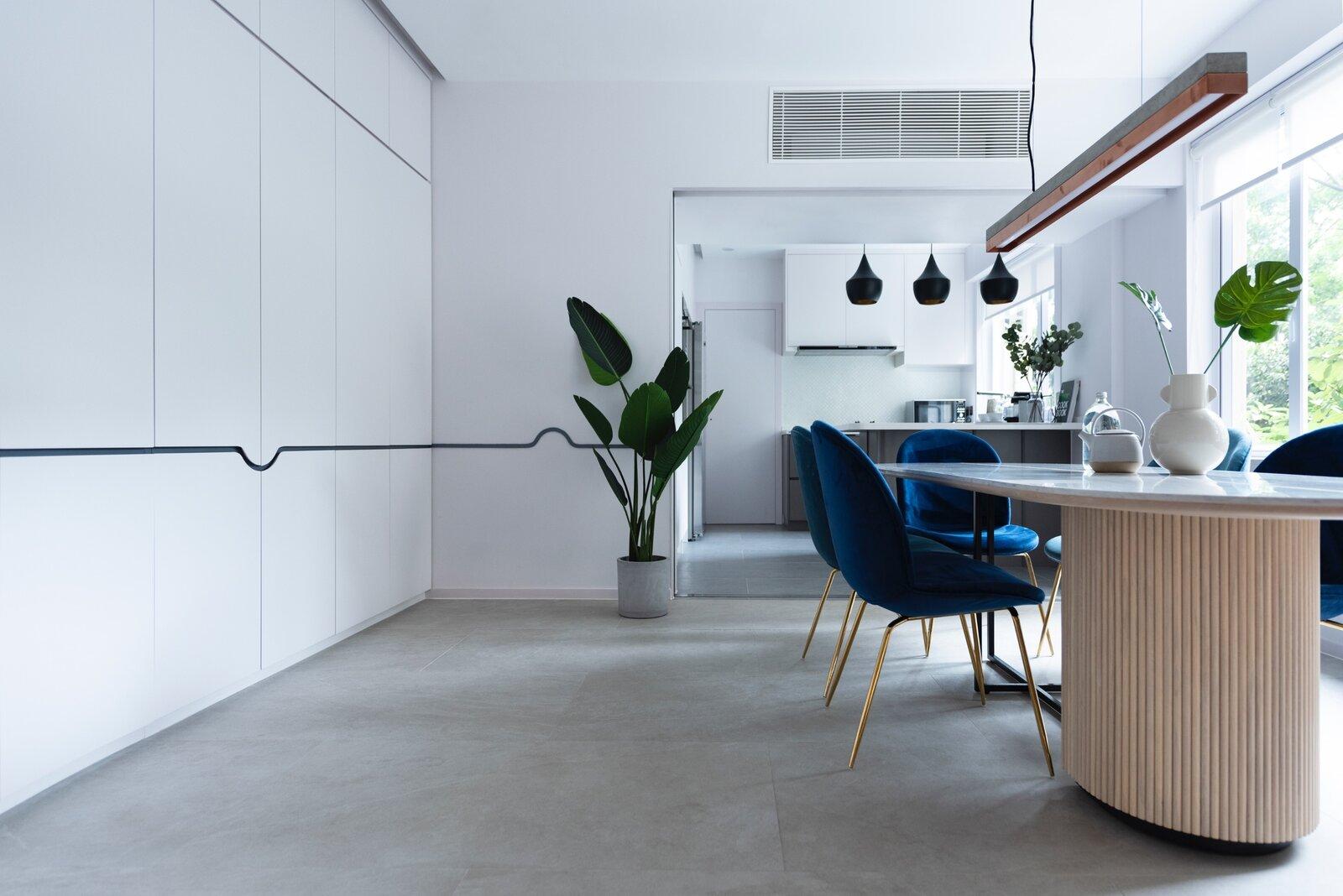 Comedor de diseño con sillas concha