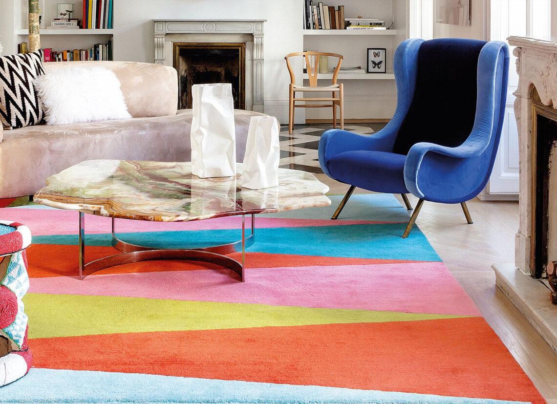 mobiliario retro de colores llamativos